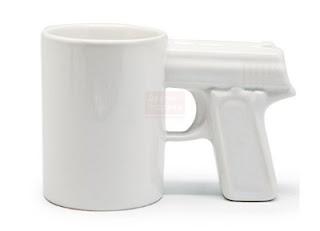 kruzhka-pistolet