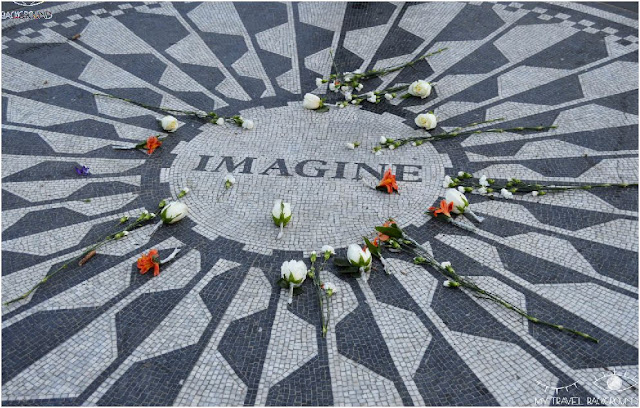 My Travel Background : Imagine, monument dédié à la mémoire de John Lennon, assassiné dans l'entrée du Dakota Building, Central Park, New York