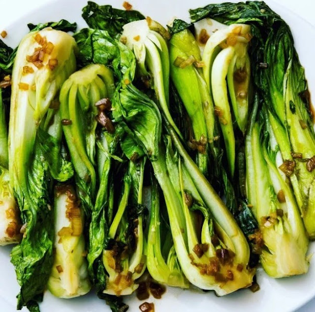 10 Minute Garlic Bok Choy #vegetarian #chinesefood