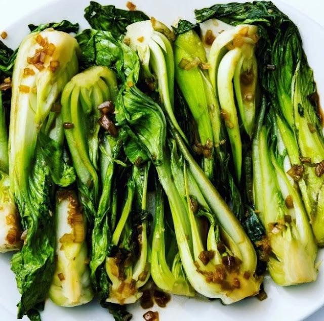10 Minute Garlic Bok Choy #vegetarian #chinesefood