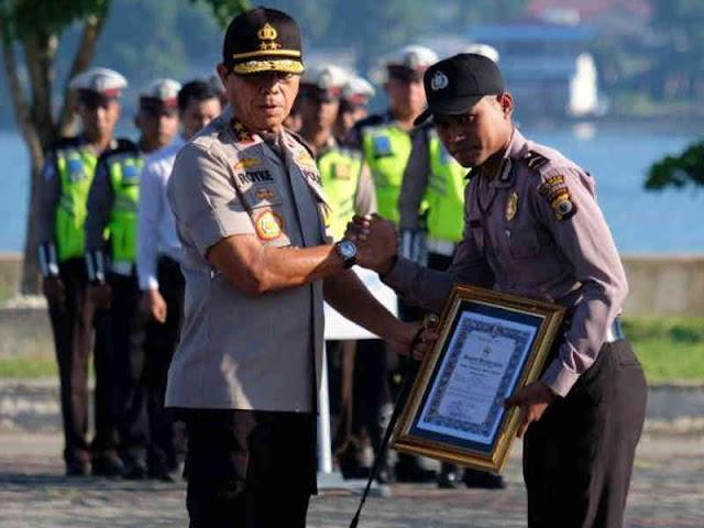 Penyelamat Petugas PLN, Angga Badina Terima Penghargaan dari Royke Lumowa