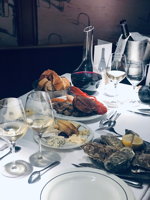 Les Grands Buffets - Dónde comer en Narbona - Quesos y Marisco