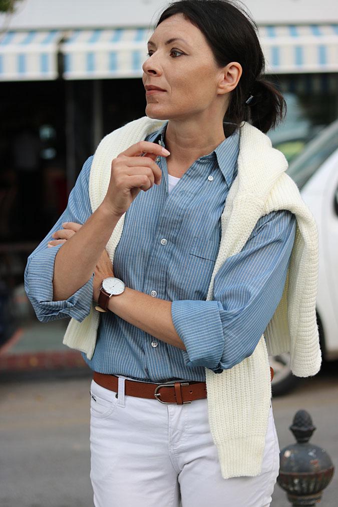 białe jeansy i koszula stylizacje