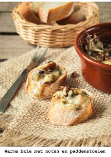 Warme brie met gekarameliseerd paddenstoelen en walnoten