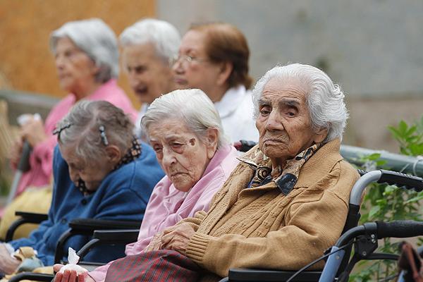 Proponen tres años de cárcel a familiares que no atiendan a adultos mayores