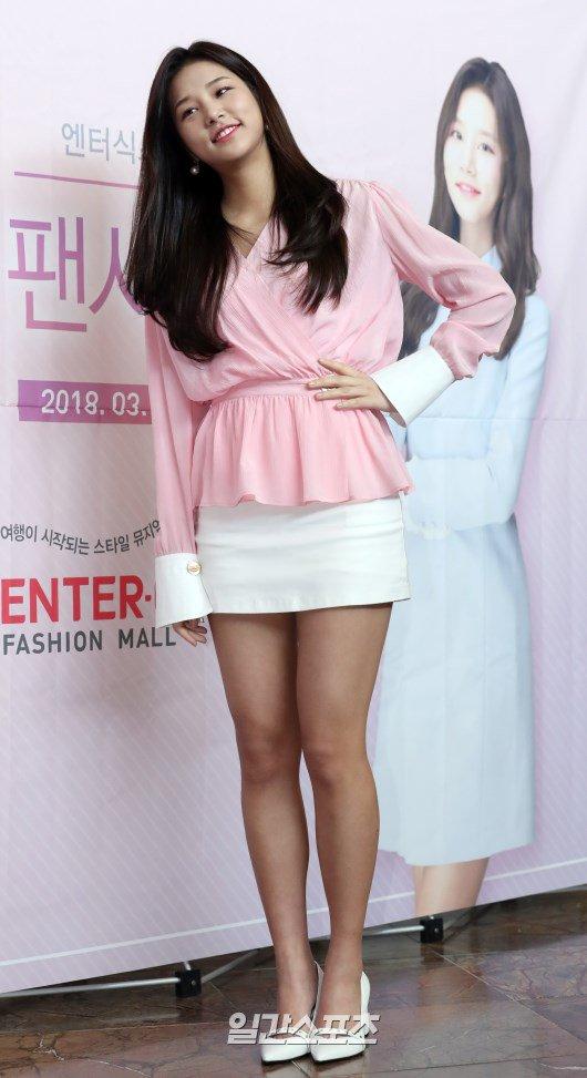 LABOUM's Solbin At The Enter-6 Fansign Event! | Daily K Pop News