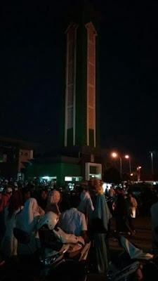 Menyambut Ramadhan Masyarakat Karawang Konvoi Bawa Obor