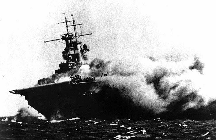 USS_Wasp_(CV-7)_brennt.jpg