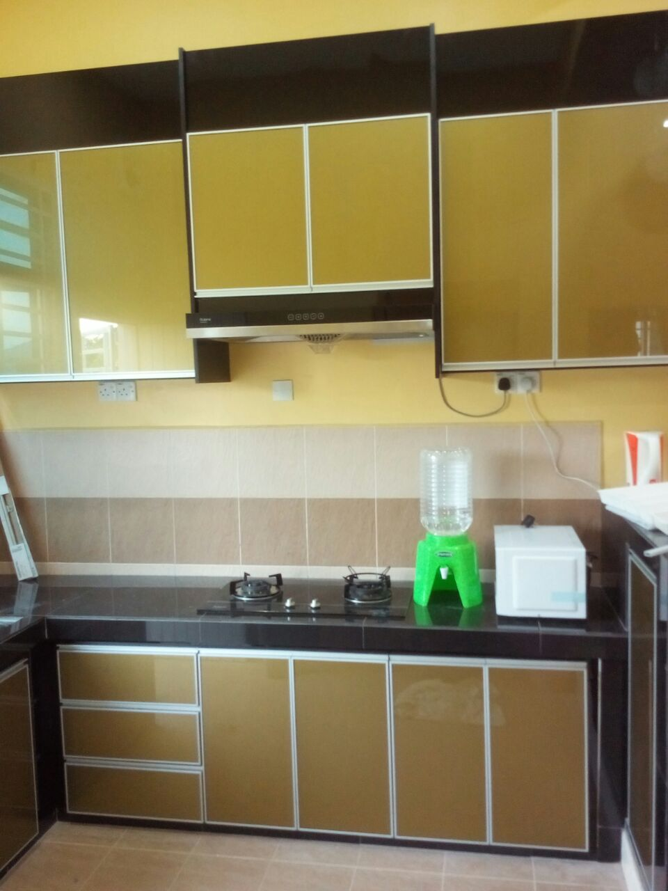 Kabinet Dapur Warna Maroon Desainrumahid