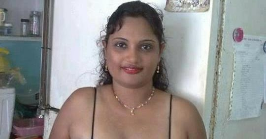 Desi Nais Saree Faking: Housewife Photo: Spicy Desi Housewife Of Real Life In