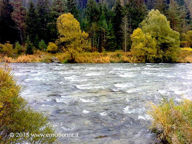 Il corso del torrente Avisio tra la Val di Cembra e la Val di Fiemme (Trentino).