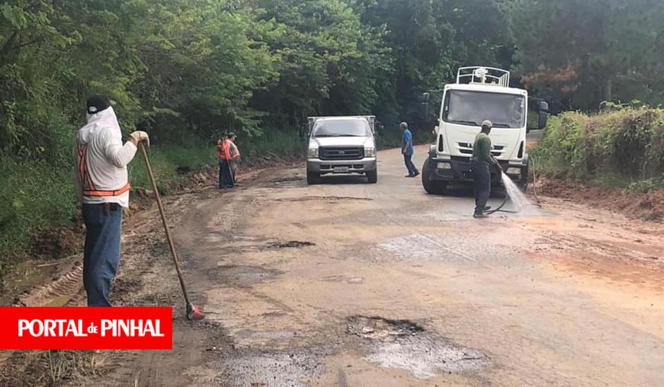 Prefeitura realiza reparos na vicinal Espírito Santo do Pinhal a Albertina
