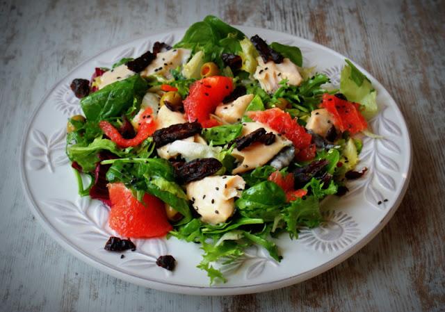Symbio,ryba,pstrąg,sałatka,oliwki,dieta,wiosenna dieta,suszone śliwki,grejpfrut,szpinak (4)