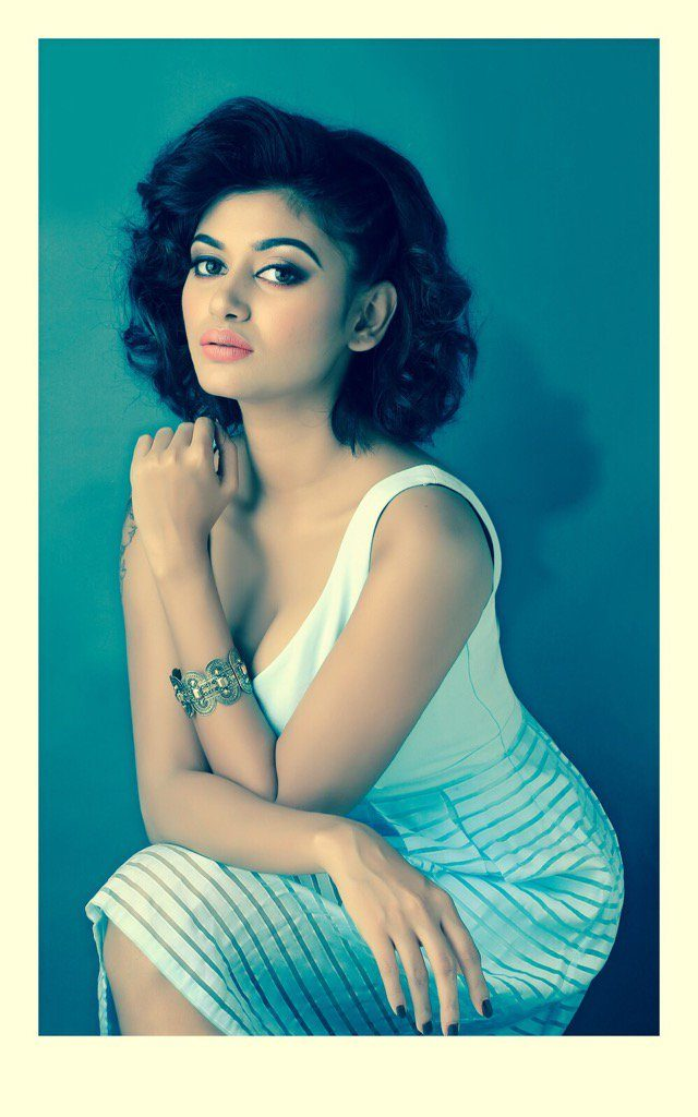 Actress Oviya New Photoshoot