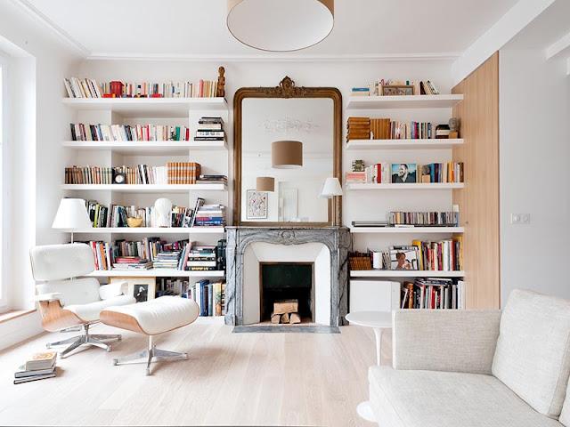bibliothèque blanche sur mesure dans salon moderne