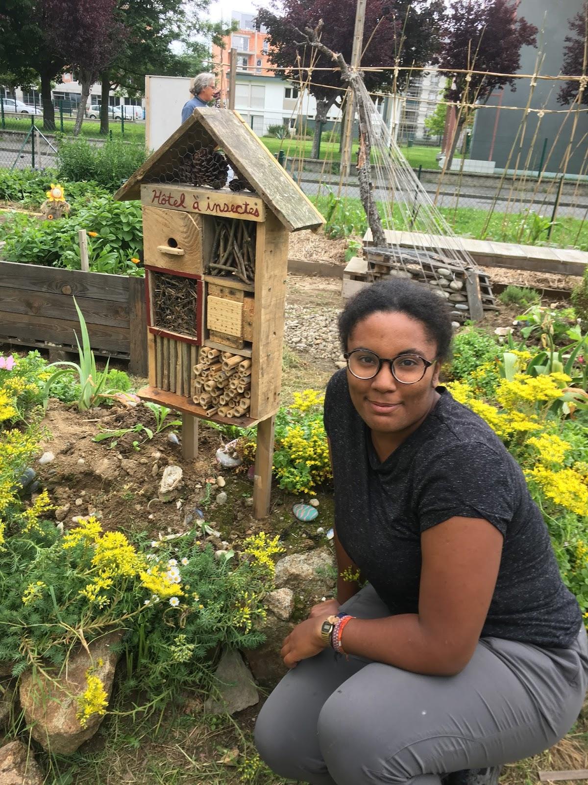 les marteaux du jardin voulez vous fabriquer un hotel insectes regardez celui construit par. Black Bedroom Furniture Sets. Home Design Ideas