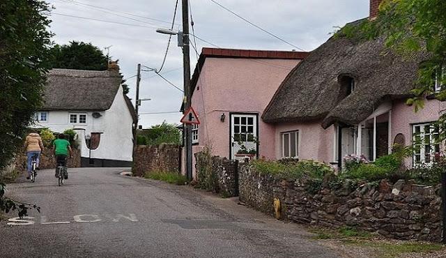 Aneh, Desa Di Inggris Setiap Tahunnya Naik Setinggi 2cm