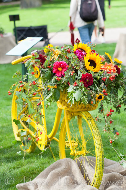 Årets blomsterkreatör tävling cykel med blommor