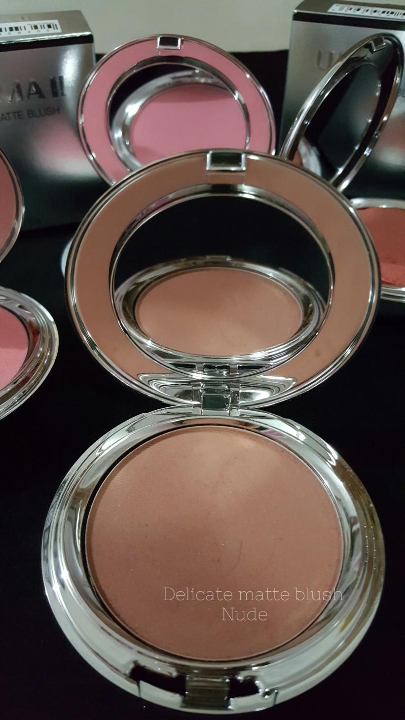Dunia Senja Cantik Bersama Ultima Ii Delicate Blush Lipstick Bedak Tabur Ukuran Besar Khusus Untuk Warna Ini Pemilik Kulit Putih Harus Ekstra Hati Mengaplikasikannya Karena Warnanya Mudah Banget Ngeblend Dan Keluar Jangan Sampai
