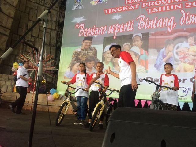 """Kuis Sepeda Ala Jokowi, Anak Kecil Ini """"Permalukan"""" Djarot"""