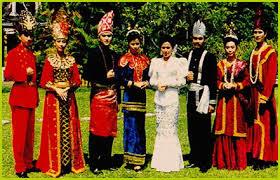 Nama-Pakaian-Tradisional-adat-Sulawesi-Barat-Penjelasan-dan-keterangan-lengkap