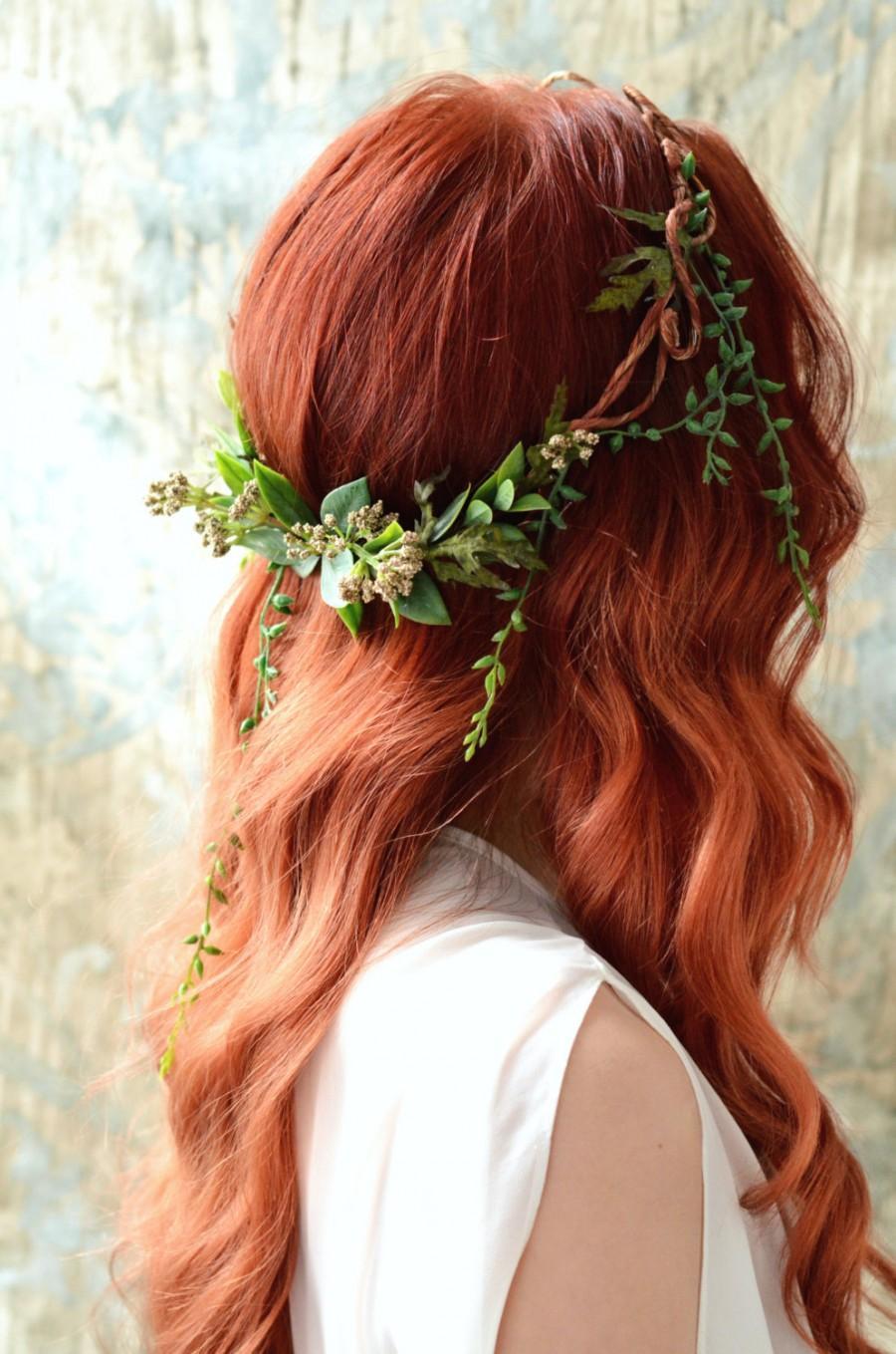 Den här frisyren var väl alldeles fantastisk ! Hårsmycke gjort av blommor  och blad. d9741bedee06f