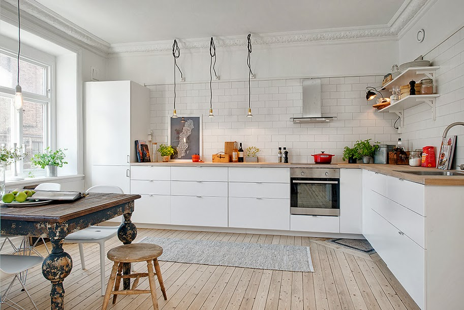 My scandinavian home: light wood white walls and a touch of vintage