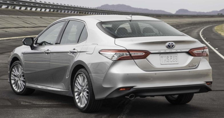 2020 Toyota Camry Hybrid Review, Trims, Specs and Price