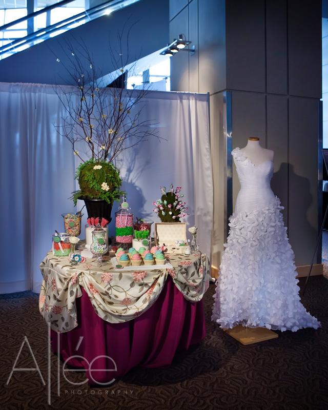 21 Fabulous Wedding Photo Display Ideas Reception: Classic Creations