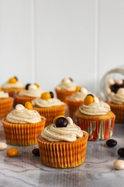 Pecan Pie Spice Cupcakes with Brown Sugar Frosting | The Chef Next Door #BakeInTheFun