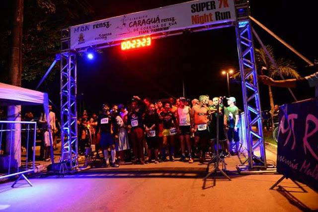 Ubatuba recebe cerca de 400 participantes em etapa de corrida noturna