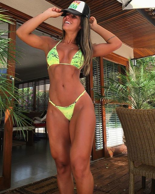 Fitness Model Vitoria Gomes Instagram photos