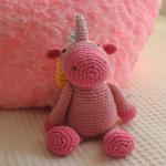http://www.crochetyamigurumis.com/amigurumi-unicornio/
