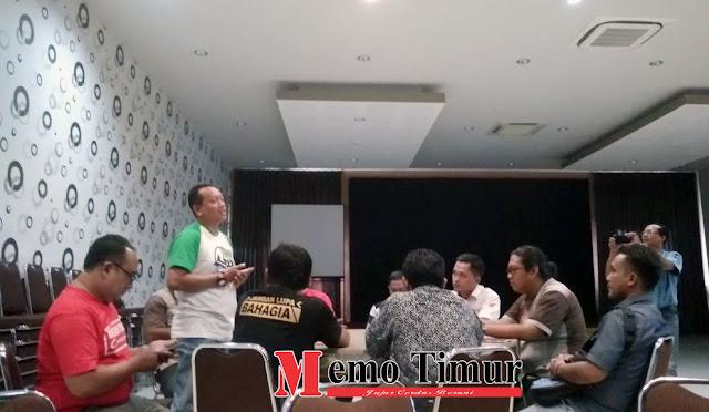 Sarasehan jurnalis dari berbagai media bersama Memo Timue Biro Lumajang