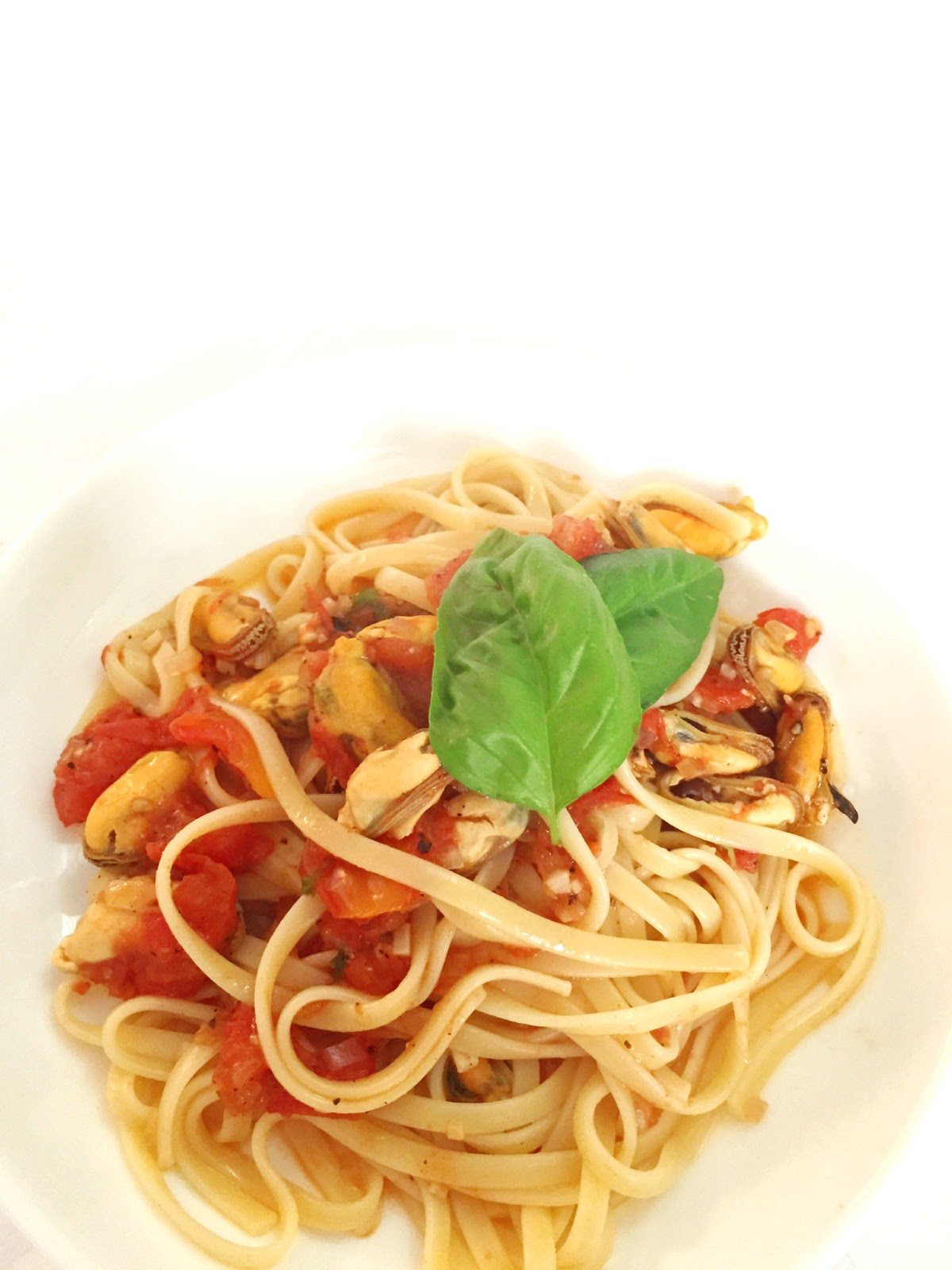 cuisiner bien pasta mit muscheln in tomatensauce. Black Bedroom Furniture Sets. Home Design Ideas