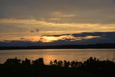 Kumpulan Puisi Hujan Di Ujung Senja Untuk Para Penikmat Luka Sedih Karena Cinta