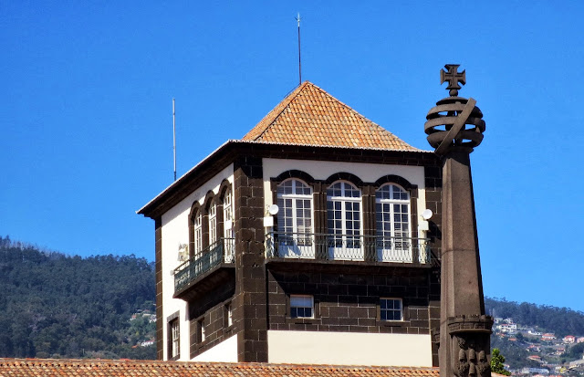 the tower of Funchal city council and the art fountain