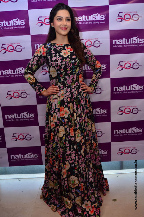 Mehreen Pirzada at Naturals Salon launch