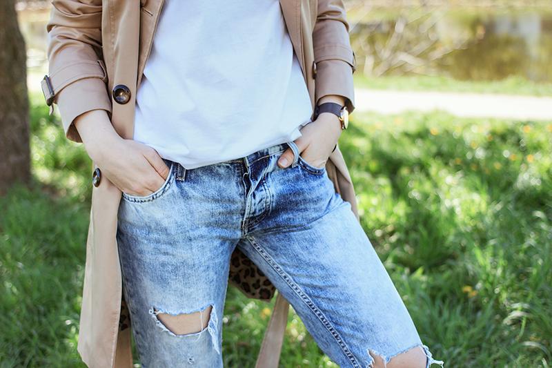 dziurawe spodnie trendy