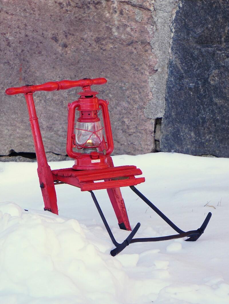 Talvi, potkukelkka, punainen