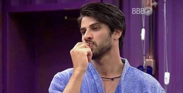 Renan Oliveira dando pinta de gay no programa BBB16