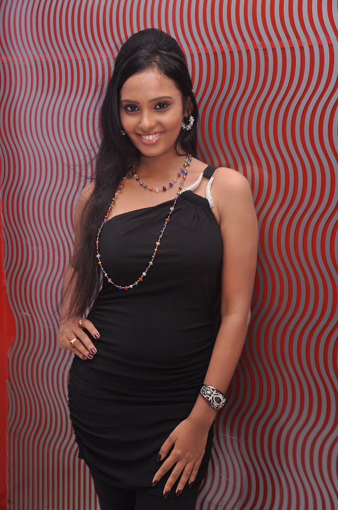 Aarushi Hot stills at Alagan Alagi Audio Launch Photo Gallery