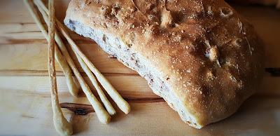 grissini al lievito madre e pane alle noci