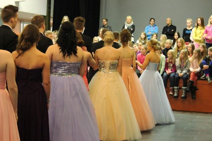 wanhat // vanhojen tanssit // prinsessamekko // hämeenlinna // prom