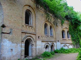 Тараканівський (Дубенський) форт. Стіна декорована цегляним орнаментом