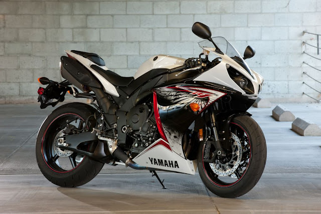 2012 Yamaha YZF-R1,The digital age of motorcycling is well and truly
