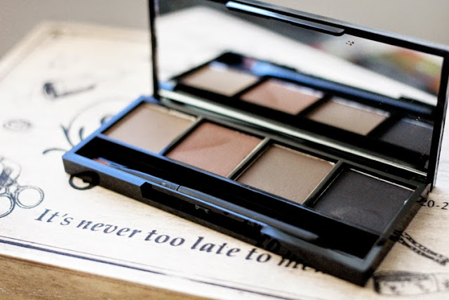 A beauty blogger review of Hi Impact Brows Eye and Brow Palette