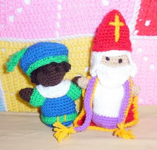 Crochet amigurumi dolls of sinterklaas en zwarte piet