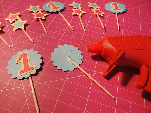 Como hacer toppers para cup cakes