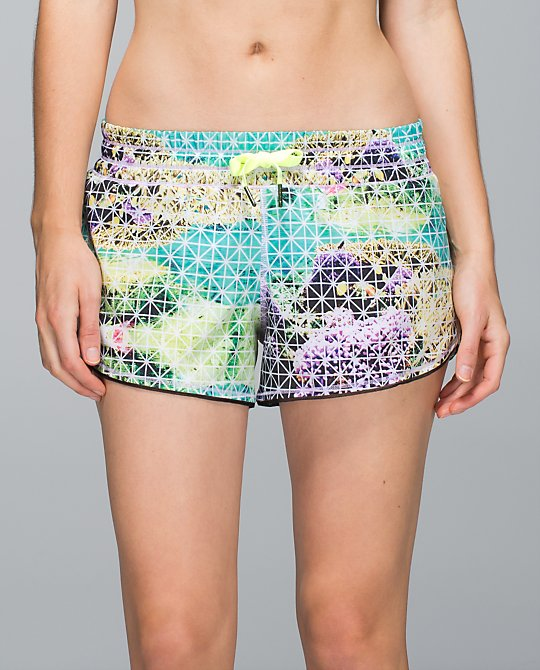 lululemn-seek-the-heat shorts